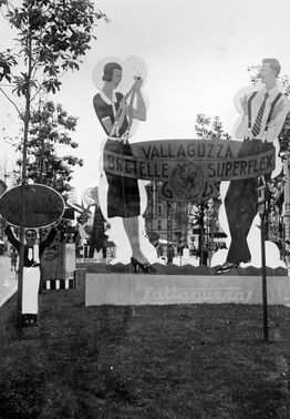 Sagoma pubblicitaria delle bretelle Vallaguzza alla Fiera Campionaria di Milano del 1931