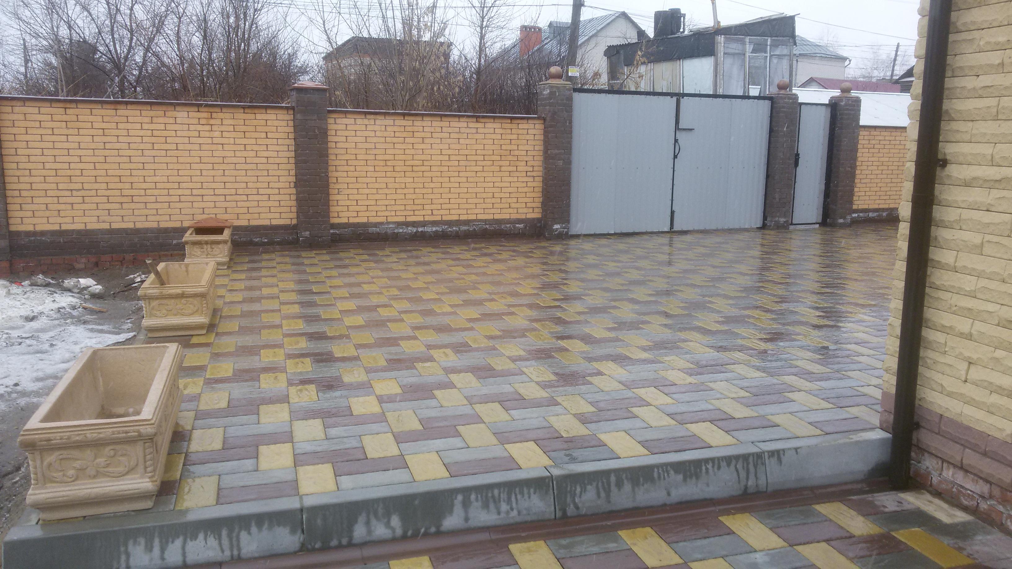 тротуарная плитка во дворе