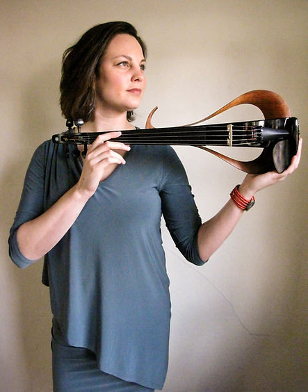 Amelia violin horizontal_300ppi_sRGB_9.1