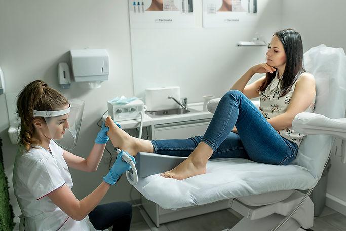 pedicure-pielęgnacja-stóp-racibórz-footlogix