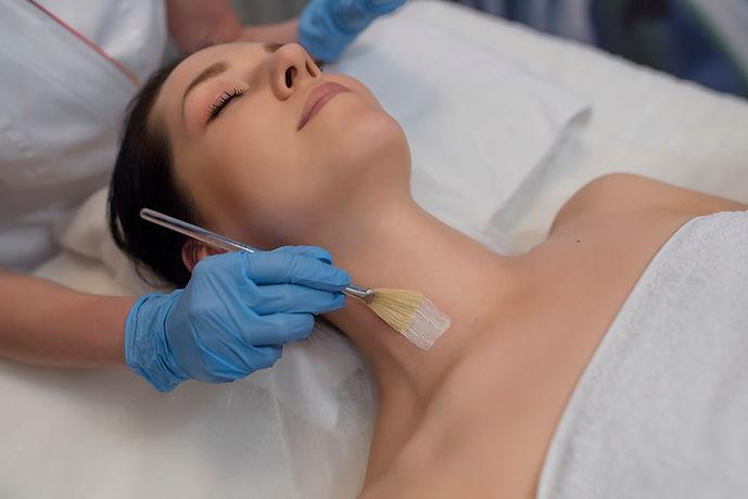 racibórz-zabiegi-kosmetyczne-dermaquest-dermomedica-diego-dalla-palma-geneo-infuzja-tlenowa-estgen-environ-masaż-kobido-mezoterapia-igłowa-mikroigłowa-peelingi-retix-mesoestetic-pqage-cosmelan-dermamelan-oczyszczanie-twarzy-manualne-trądzik-anti-aging-przebarwienia-zmarszczki-wiotka-skóra