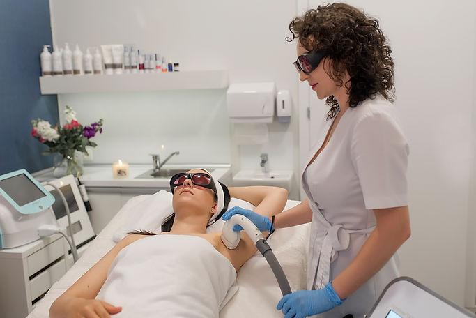 epilacja-laserowa-lightsheer-desire-raciborz-usuwanie-owłosienia-trwałe-zapalenie-mieszka-włosowego