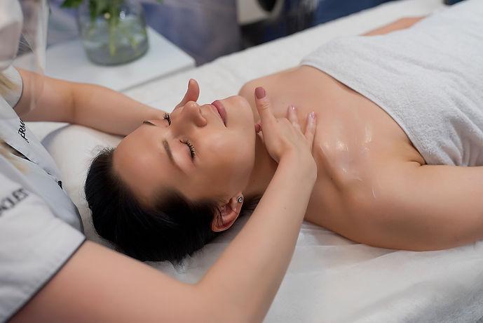 masaż-kobido-racibórz-głębokich-tkanek-lifting-bez-skalpela-ujędrnienie-relaks-rytuał