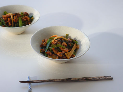 STIR-FRIED GREEN PEPPERS AND SOY MEAT