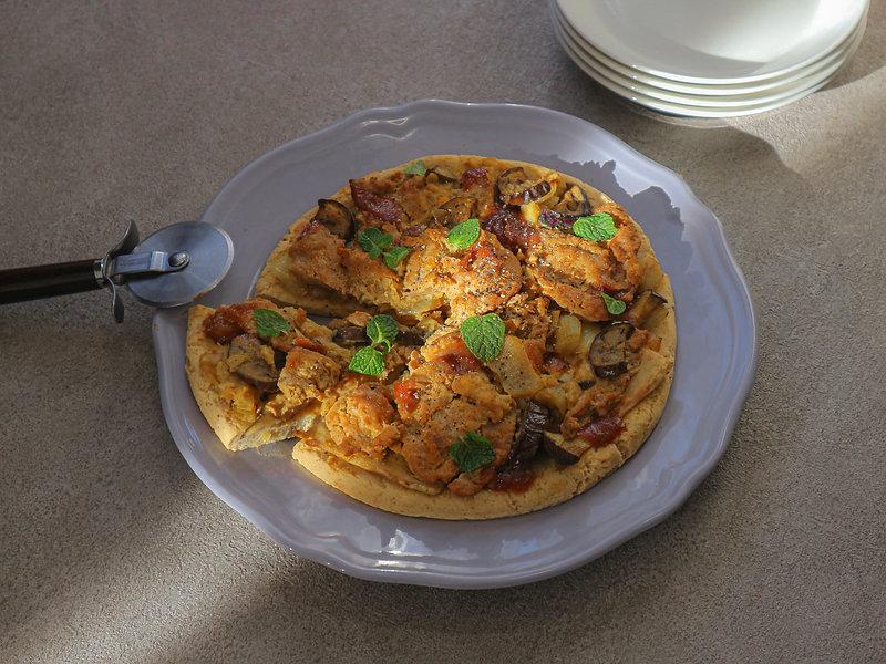 TANDOORI CHICKEN PIZZA w/MANGO CHUTNEY