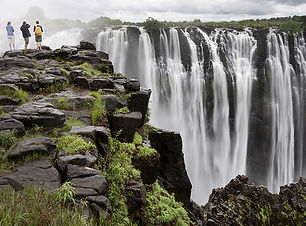 tourists-observing-victoria-falls_92761_