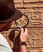 Reading-Egyptian_Hieroglyphs.jpg