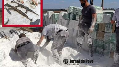 Carga de farelo de mandioca em caminhão escondia cocaína e fuzis na BR-153