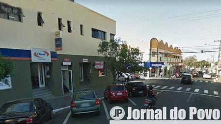 Ladrão armado ataca consultório dentário no centro, leva joia e R$ 2 mil