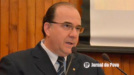Vereador Marcos Custódio questiona reais possibilidades da Prefeitura comprar vacinas da Covid-19