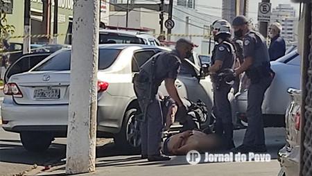 Sargento da PM atira em homem que golpeava outro, durantre briga na Zona Sul de Marília