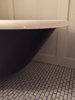 Black clawfoot tub