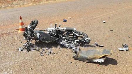 REGIÃO: Carreta esmaga motocicleta e mata rapaz