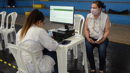 Prefeitura faz vacinação contra a Covid para grupo prioritário de pessoas com 50 anos ou  mais