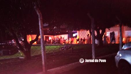PM e fiscais da Prefeitura interrompem festas com aglomerações em chácaras, em Marília