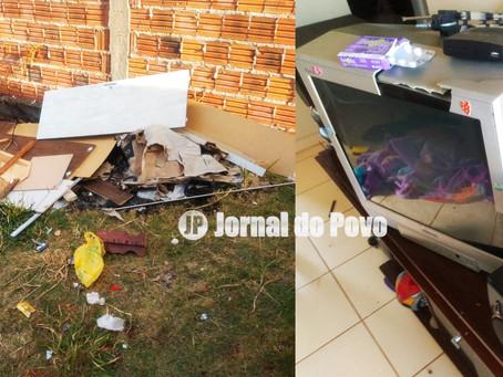 PM prende homem em flagrante por violência doméstica, no Maracá. Ele agrediu a esposa e quebrou móve