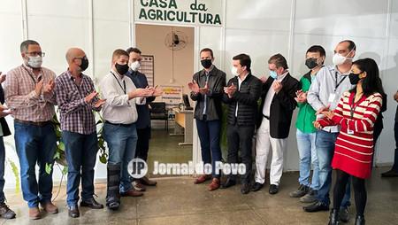 Deputado Vinicius e secretário da Agricultura Itamar Borges reabrem a Casa da Agricultura de Marília