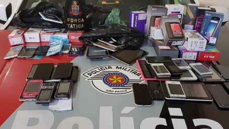 Força Tática faz arrastão no Camelódromo e apreende 160 celulares em comércio paralelo