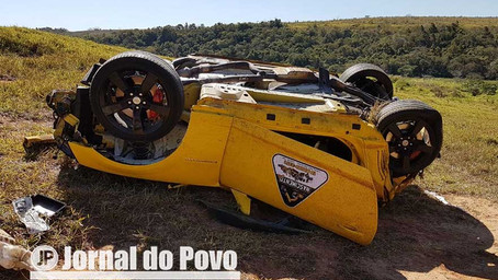 MISTÉRIO: Camaro capota na SP-333 e motorista desaparece