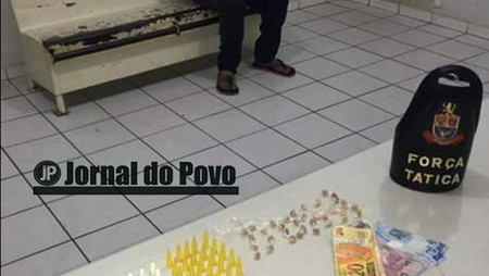 Força Tática flagra menor traficando drogas na Vila Barros