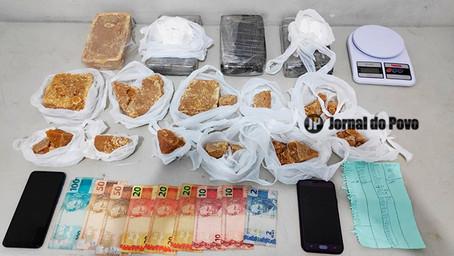Força Tática prende rapaz com tijolões de cocaína e crack e dinheiro, na Zona Sul de Marília