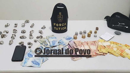 Força Tática da PM flagra menor com drogas e R$ 900 na Vila Barros
