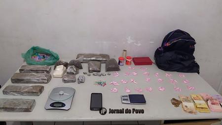 Mãe e filho são presos em flagrante pela PM por tráfico de drogas na Zona Sul de Marília