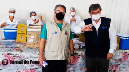 Prefeito Daniel Alonso anuncia início da vacinação contra Covid para profissionais da Educação