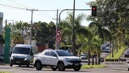 Prefeitura e Emdurb instalam novos semáforos em pontos estratégicos e disciplinam o trânsito