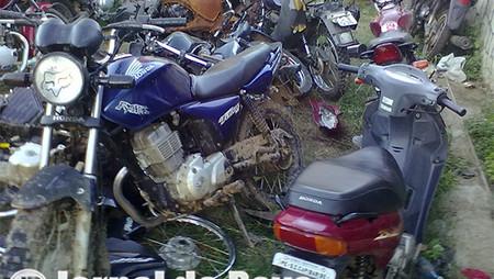 Não tem jeito! Na onda de furtos de veículos levaram mais um carro e duas motocicletas