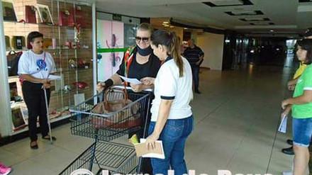 Supermercado permite multa em veículo que ocupar vaga exclusiva, em Marília. Ação faz parte de campa