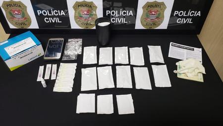 Farmacêutica é detida na região aplicando testes clandestinos de Covid em casa