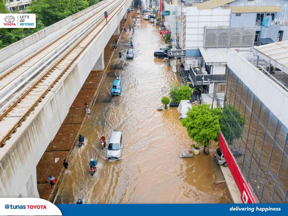 menerjang banjir
