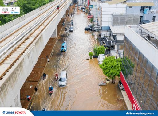 8 Tips Aman Menerjang Banjir dengan Mobil