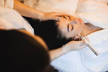 woman-with-black-hair-is-having-spa-proc