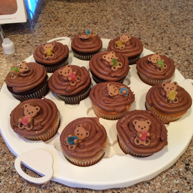 Vanilla & Chocolate Cupcakes with Chocolate Icing