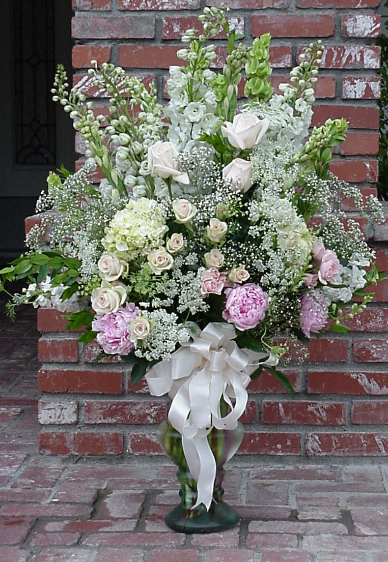 Large Victorian-Style arrangment