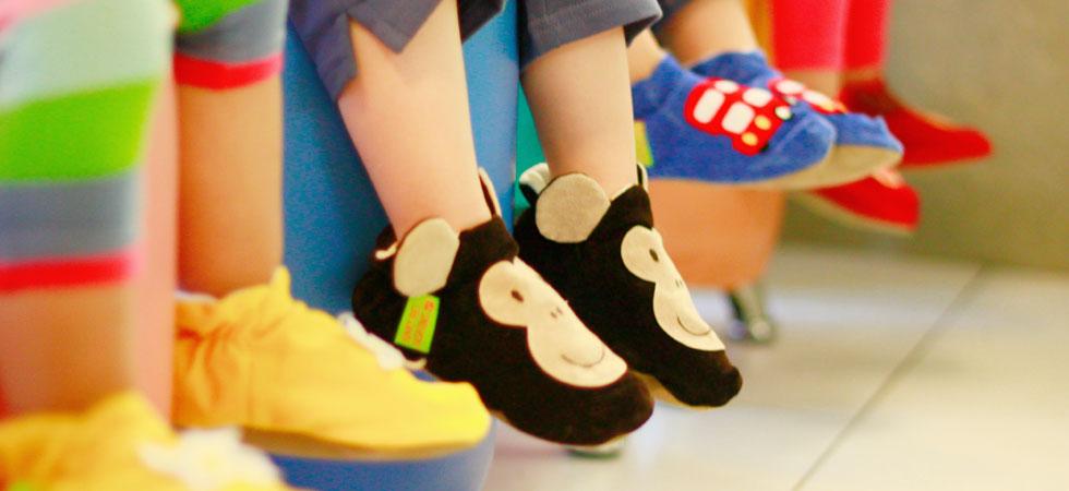 Dangling_Funky_Feet_02