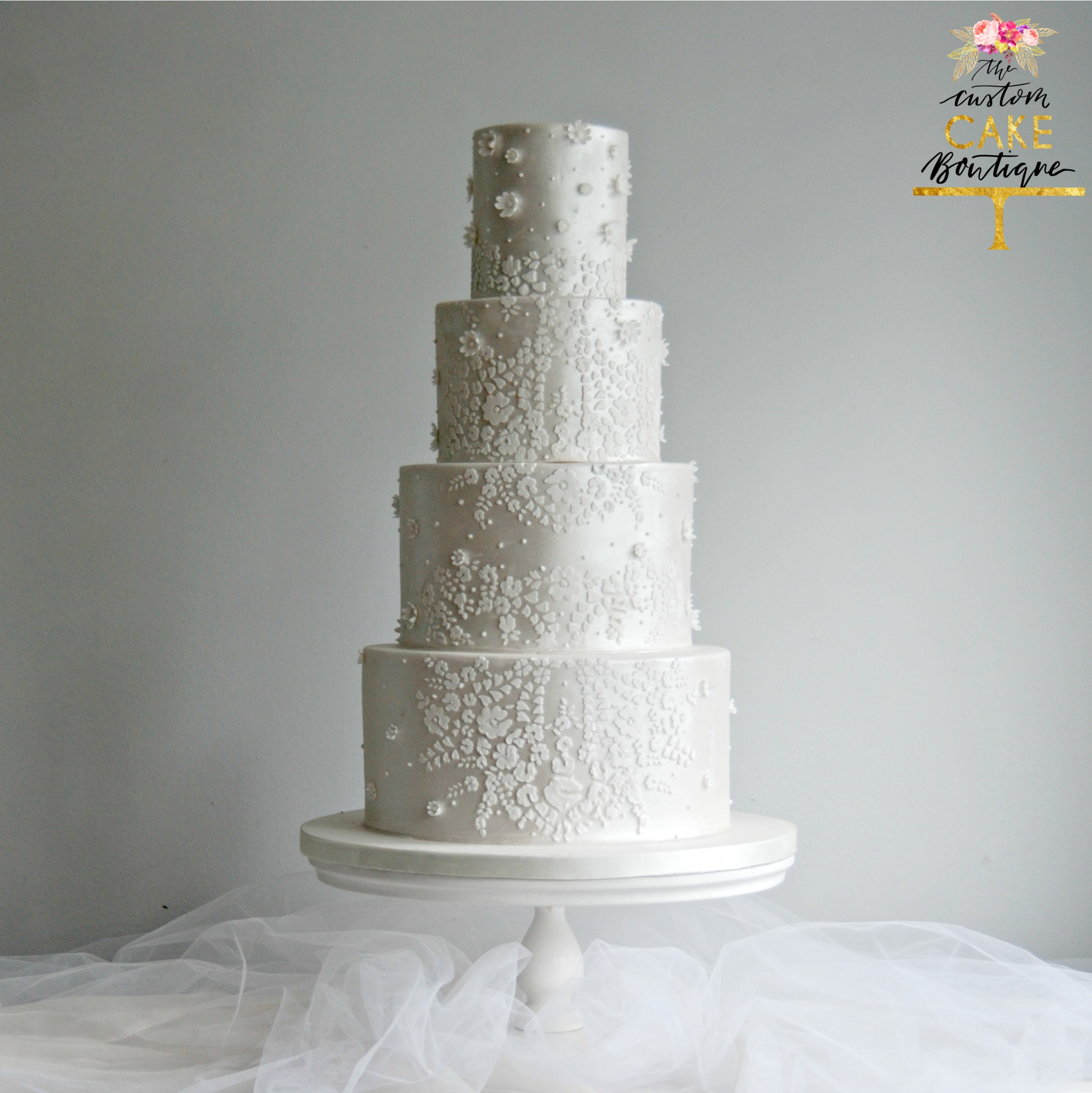 lUSTRE wHITE lACE & pEARLS wEDDING cAKE