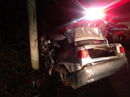 Acidente mata motorista na Estrada dos Grilos, na zona rural de Cotia
