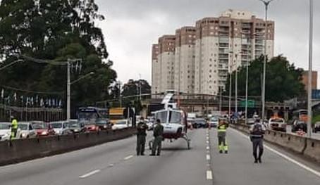 Acidente deixa motoqueiro gravemente ferido na Raposo Tavares