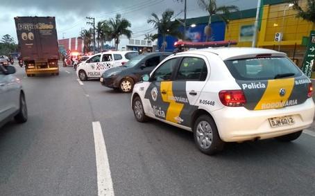 Após roubo, ladrão bate carro e é preso pela Polícia Rodoviária