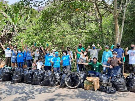 Mutirão retira três toneladas de resíduos do Rio Cotia