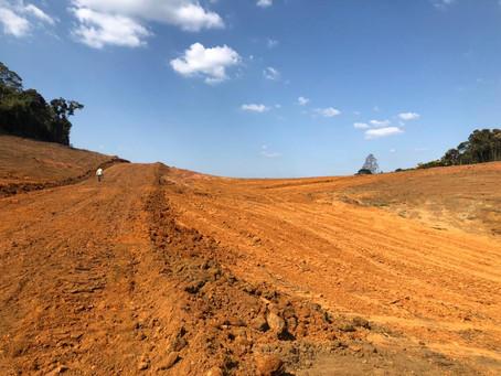 Polícia Ambiental embarga obra e apreende máquinas em Itapecerica da Serra
