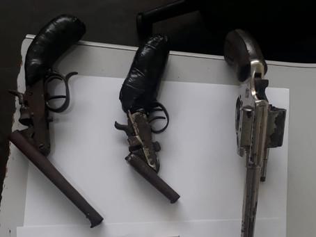 Cotia: Polícia Militar flagra indivíduo com três armas no Jd. dos Ipês