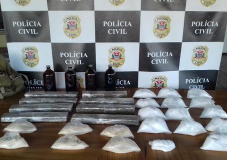 Dise de Carapicuíba flagra homem com quase 30 porções de drogas