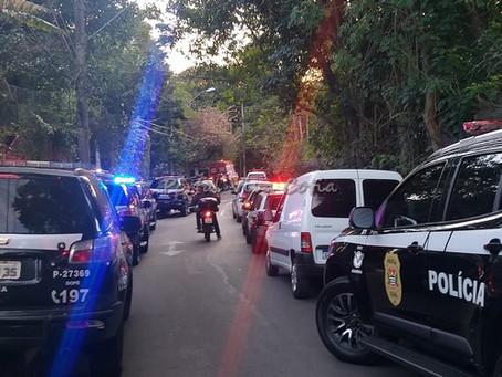 Feminicídio: Homem mata a namorada, troca tiros com policiais civis e acaba morto na Granja Viana