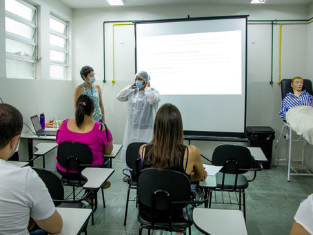 Carapicuíba realiza treinamento de 300 servidores para vacinação contra a Covid-19
