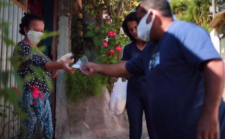 Prefeitura de Cotia inicia a distribuição de máscaras de tecido para a população