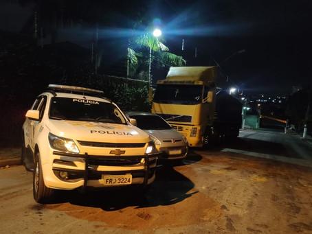Barueri: Polícia Rodoviária detém três indivíduos e localiza carreta roubada